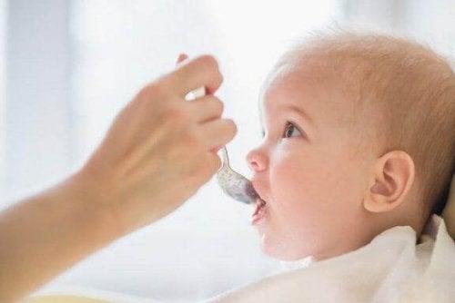Est-il bon de conserver la nourriture pour le bébé ?