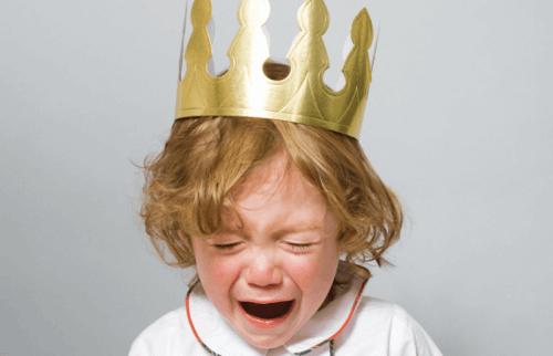 Trouver la raison des colères chez les enfants est important pour dialoguer et lui faire comprendre qu'il peut s'exprimer autrement.