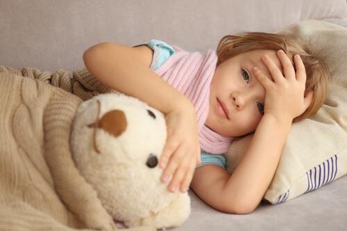 Une fille a mal à la tête
