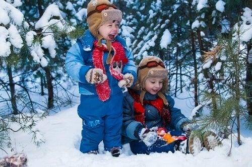 10 jeux dans la neige à partager en famille