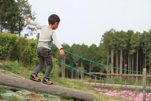 7 exercices pour améliorer l'équilibre des enfants
