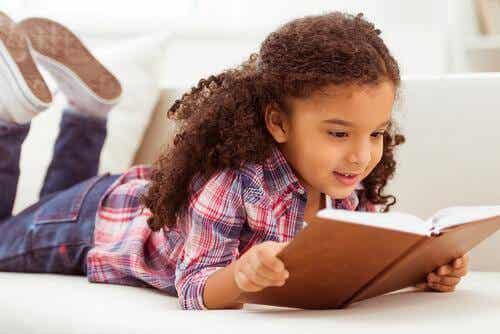 Comment aider votre enfant à lire à voix haute ?