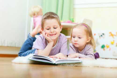 Comment la fratrie influence la sociabilité des enfants ?