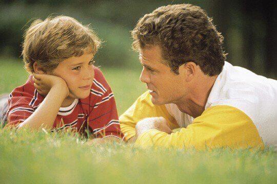 Ecouter son enfant lui permet de diminuer son stress à l'école.