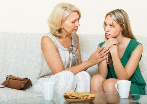 La trichotillomanie à l'adolescence requiert un investissement de la part des parents pour aider le jeune à s'en sortir.