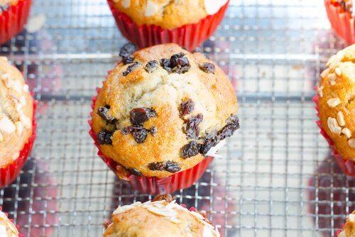 Les muffins aux myrtilles font partie des recettes sucrées pour le troisième trimestre, idéales comme collation.