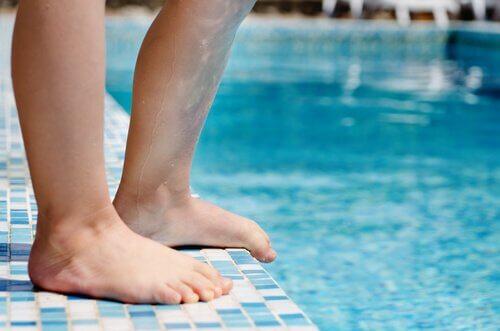 Le syndrome des jambes sans repos chez les enfants et les adultes s'aggrave généralement dès les premières apparitions.