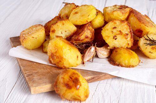 Les recettes avec des pommes de terre sont une excellente occasion de cuisiner avec les enfants.