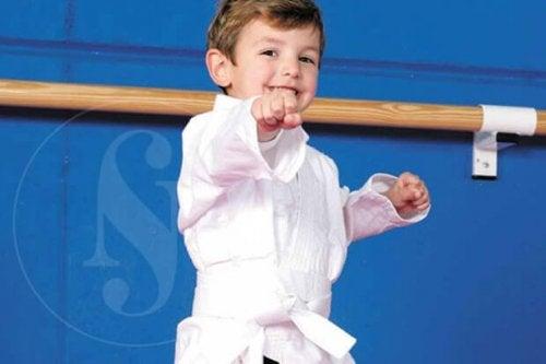 Les bienfaits psychologiques du sport chez les enfants les amènent à développer une série de capacités et d'aptitudes bénéfiques pour leur croissance.