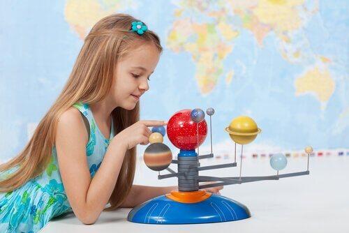 A l'école primaire, les enfants commenceront àgérer beaucoup d'informations et d'éléments d'apprentissage.