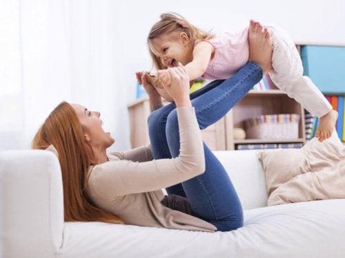 Être marraine est un privilège qui engage la personne à s'occuper de l'enfant tout au long de sa vie.