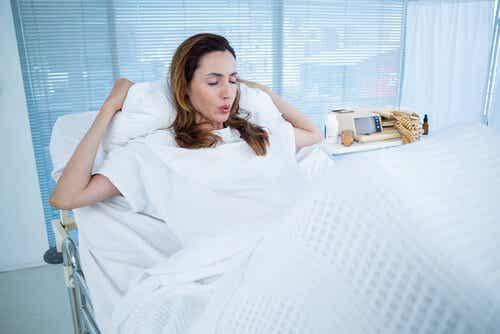 Est-il normal de vomir pendant l'accouchement ?
