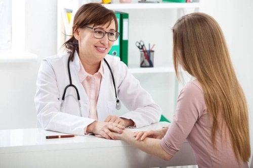 Quand faut-il aller chez le gynécologue pour la première fois ?