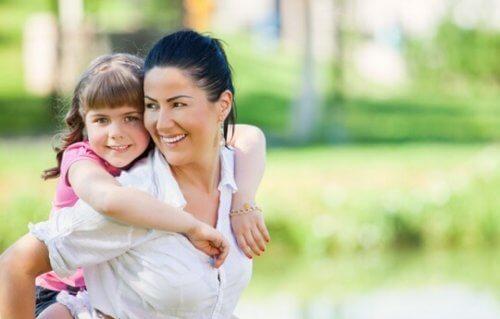 Au sein d'une société aussi exigeante et accélérée que la nôtre, il est difficile de penser à éduquer des enfants optimistes.