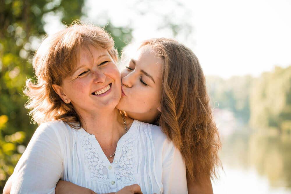Une bonne communication et un contrôle des émotions sont nécessaires pour parler avec un adolescent.