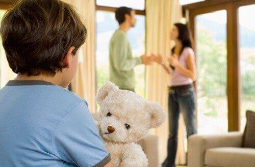 L'un des grands défis du couple est de se mettre d'accord sur l'éducation des enfants.