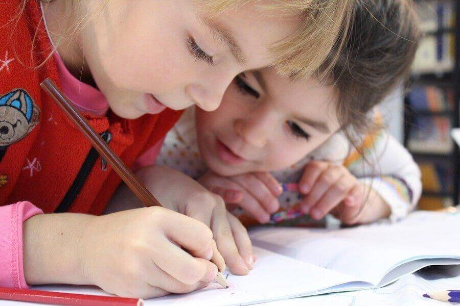 apprendre à écrire entre deux lignes