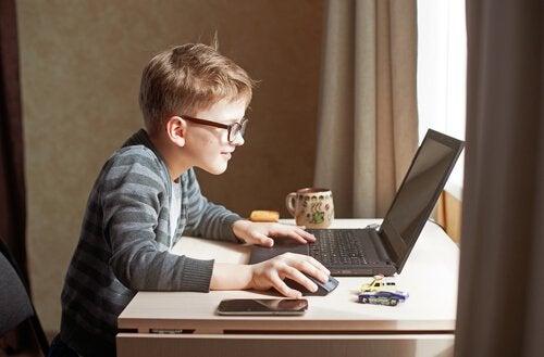 Les histoires d'enfants entrepreneurs sont surprenantes en raison de leur génie et de leur conviction à exprimer leurs idées.