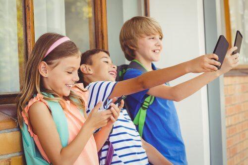 La cyberdépendance est l'une des maladies numériques chez les enfants les plus préoccupantes.