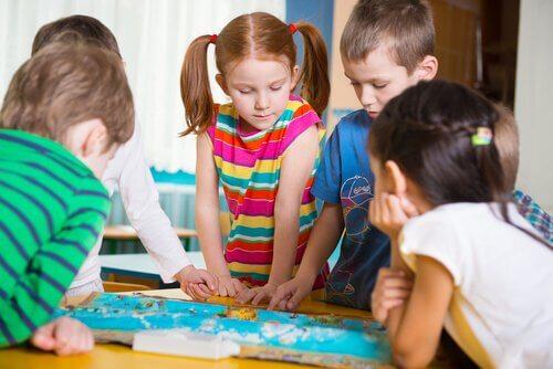 Participer à des activités pour enfants en âge préscolaire est un acte véritablement amusant pour grands et petits.