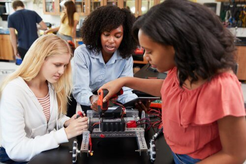Aujourd'hui, il existe encore peu de femmes STEM par rapport aux hommes.