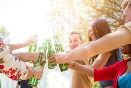 Certains pensent que boire de l'alcool résout les problèmes émotionnels ou personnels.