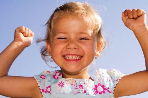 Éduquer des enfants optimistes dès le plus jeune âge est important pour former des adultes confiants et heureux.