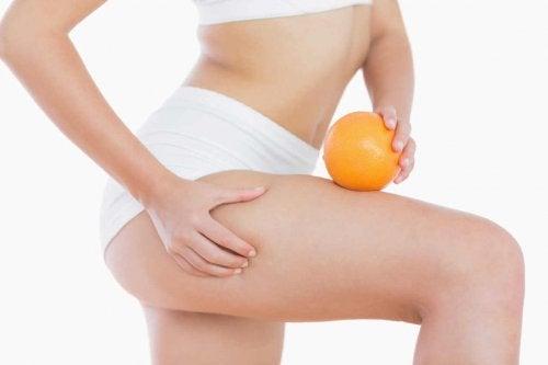 Faire des massages permet d'éliminer la cellulite après la grossesse.