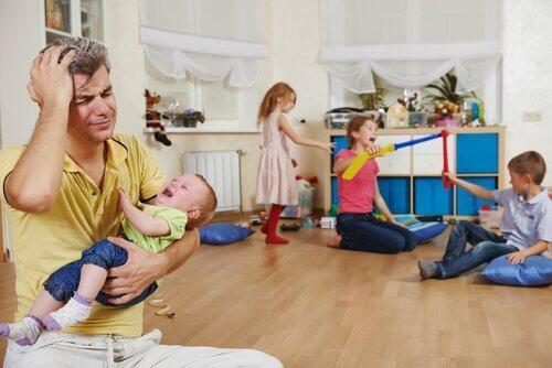 Un père célibataire stressé