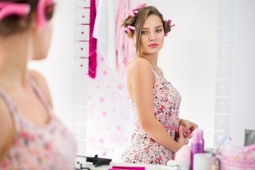 Les changements hormonaux à l'adolescence altère le chemin vers la maturité.