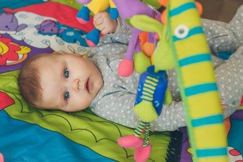 Les exercices de stimulation précoce pour les enfants aideront votre petit à développer une meilleure capacité psychomotrice et cognitive.
