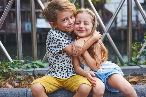 Avoir un frère du même âge représentent un grand avantage.