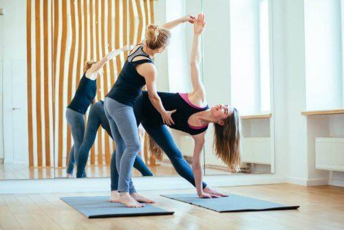 Les postures de yoga qui améliorent la fertilité sont pratiques pour tomber enceinte et pour se préparer à concevoir.