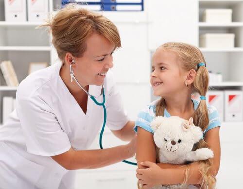 La peur du médecin, également appelée la peur de la blouse blanche, représente aussi l'une des peurs des enfants les plus fréquentes.