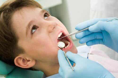 Mon enfant s'est cassé une dent, que faire ?