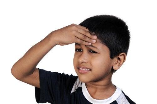 Le brossage des dents est fondamental pour prévenir les maux de dents chez les enfants.