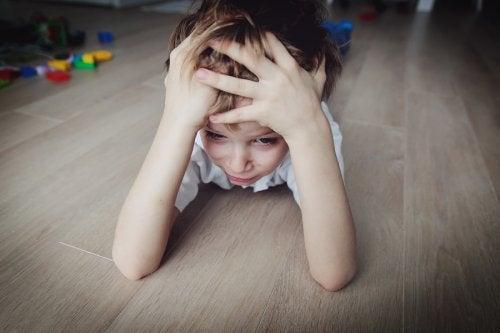 Le stress chez les enfants apparaît suite à la surcharge d'informations ou d'activités imposées par la société actuelle.