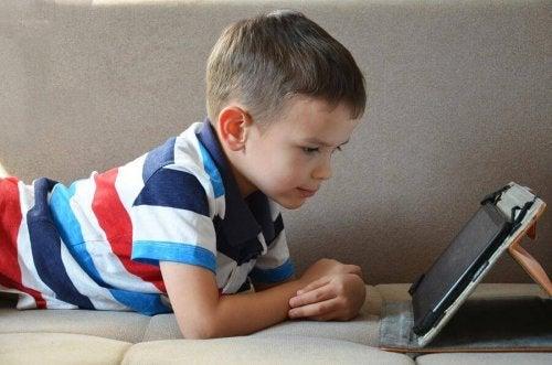 Est-il bon que les enfants utilisent une tablette ?