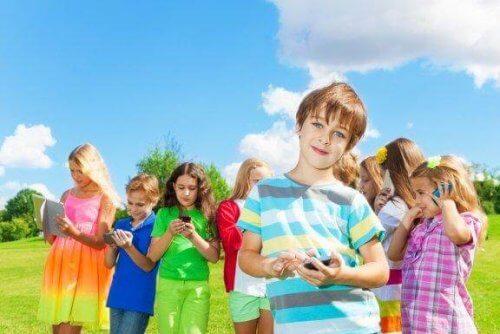 Le bon âge pour que mon enfant s'initie aux réseaux sociaux