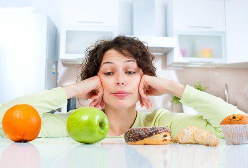 Une alimentation équilibrée, riche en protéines et en glucides complexes entraîne une augmentation de la vitesse du métabolisme.
