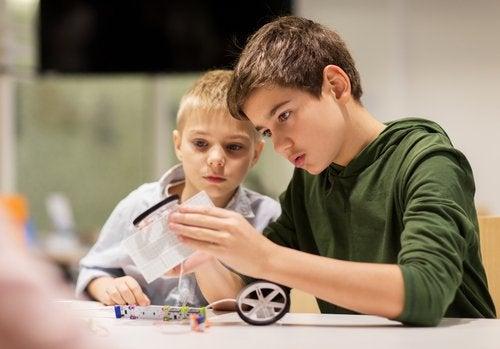 L'adolescence est une étape compliquée qui peut comporter des conséquences dans la relation entre frères et soeurs.