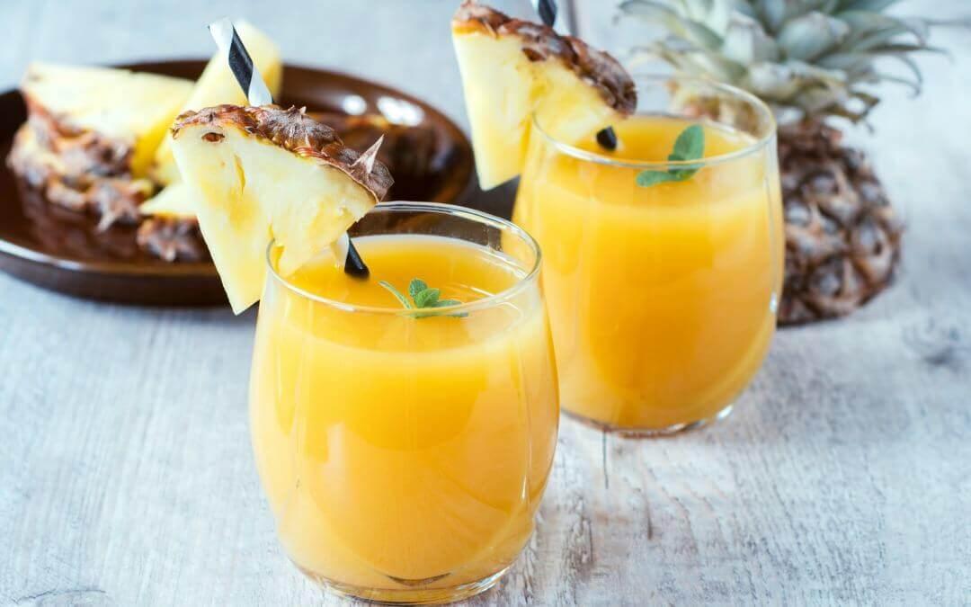 Le jus d'ananas et de carotte est l'une des recettes riches en iode pour la grossesse.
