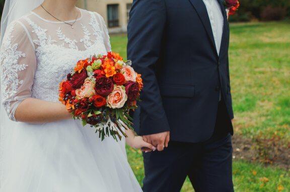 Pourquoi les mariées sont-elles vêtues de blanc le jour du mariage ?