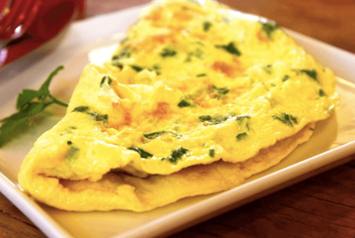 L'omelette aux épinards est l'une des recettes riches en calcium à consommer pendant la grossesse.