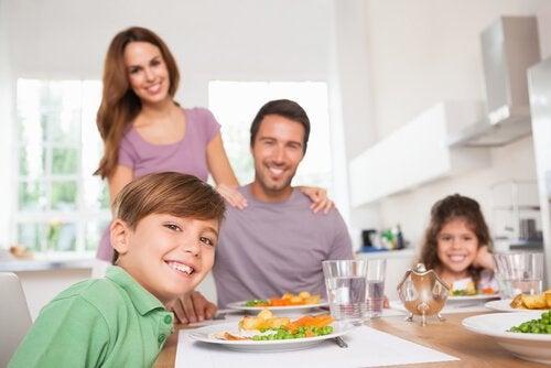 Les repas en famille améliorent le rendement scolaire.