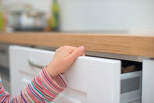 Que faire si mon enfant se coince un doigt ?