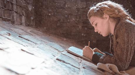 Une fille écrit