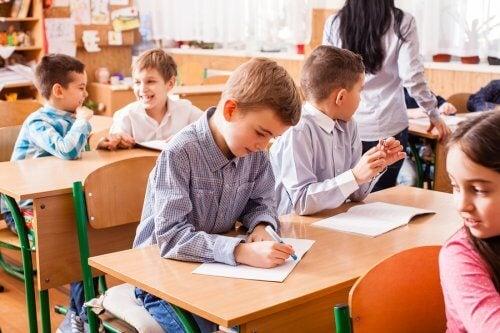 Motiver les enfants en classe en favorisant une bonne ambiance.