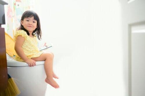 Les infections urinaires chez les jeunes filles sont plus courantes quand elles ont moins de quatre ans.