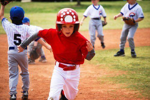 """Beaucoup de parents se posent cette question : """"pourquoi mon enfant se blesse continuellement en faisant du sport?"""""""